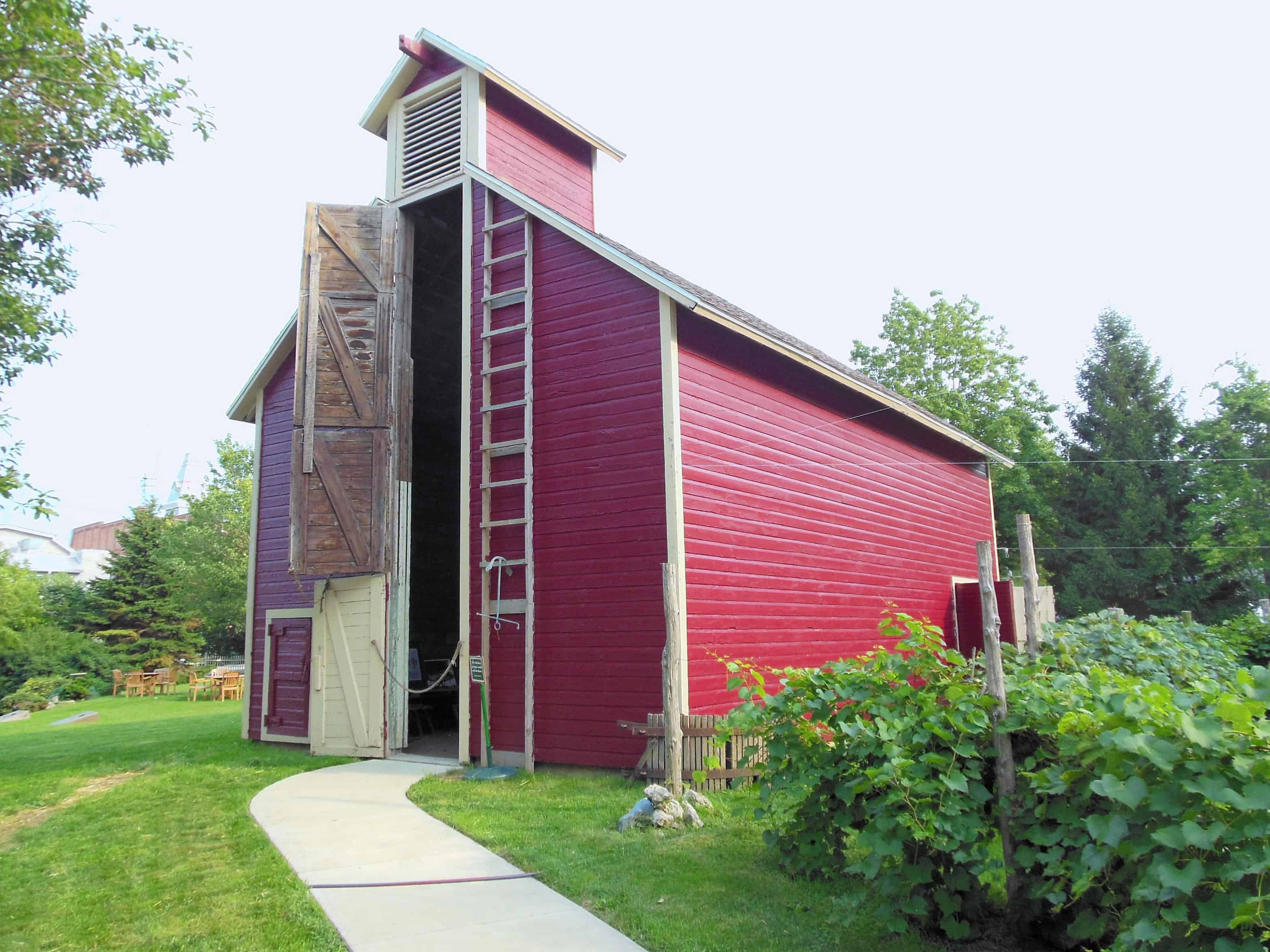 tall-barn_shed_door