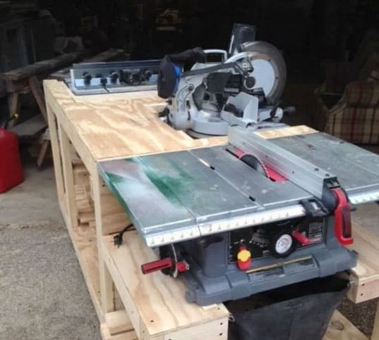 Shed work bench with integrated machines