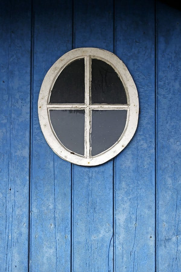round shed windows on top of barn
