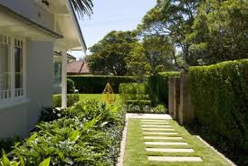 modern_house_design_landscaping