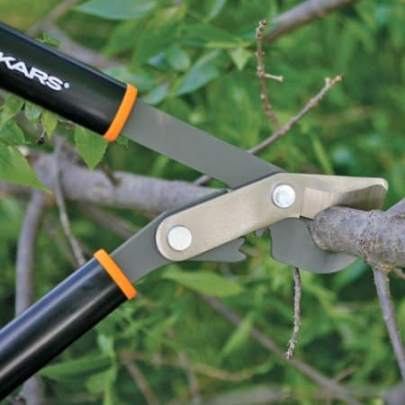Fiskars Gear Action Style Lopper in Action