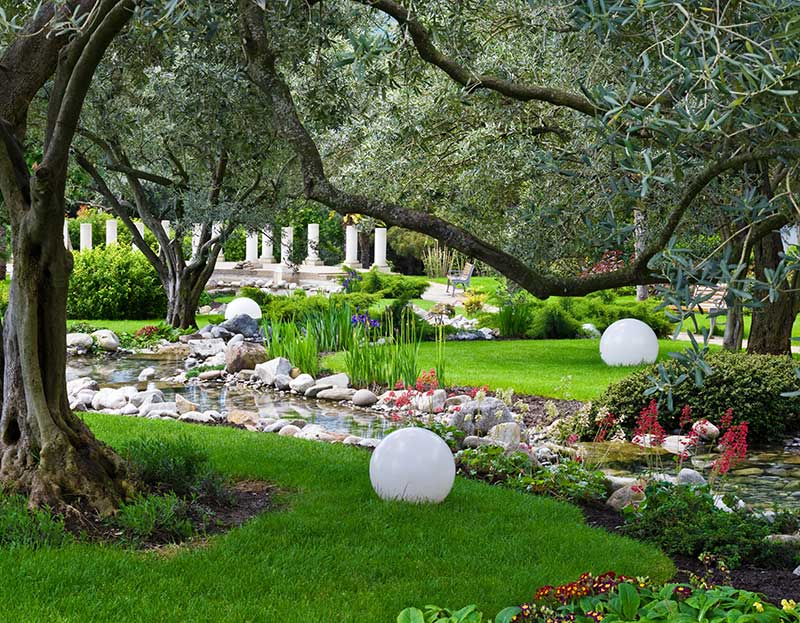 16 landscaping ideas around trees zacs garden landscaping ideas for side of house landscaped side of house with gate solutioingenieria Image collections