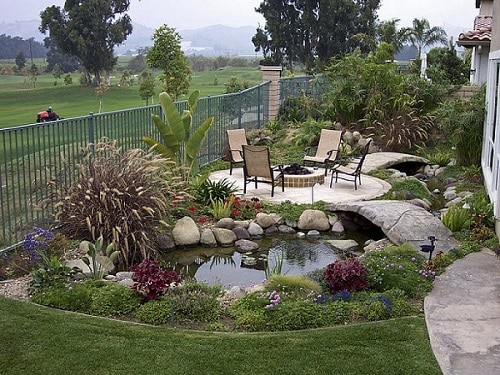 Simple-Furniture-For-Small-Backyard-Landscaping