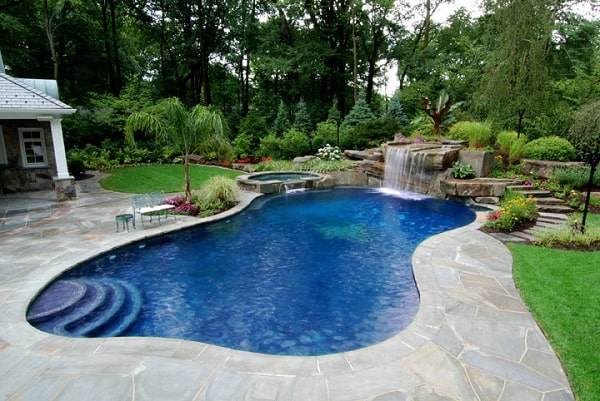 custom-swimming-pool-landscaping