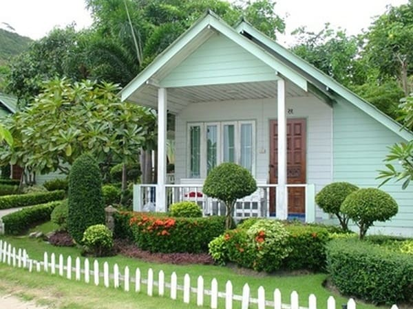 17 Landscaping Ideas for Ranch Style Homes - Zacs Garden on