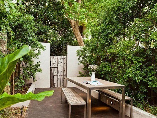 small-backyard-on-a-budget