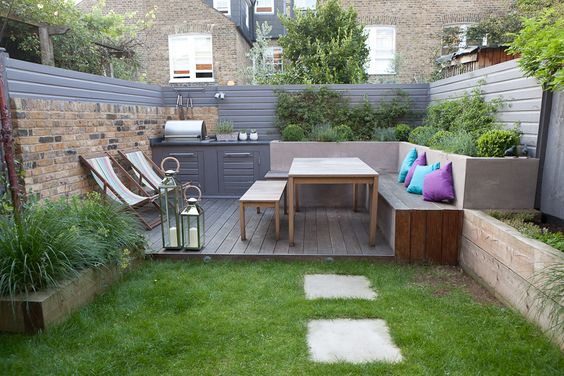 small_backyard_landscaping_e97ae0a1dc524fc17a85613b8241be9a